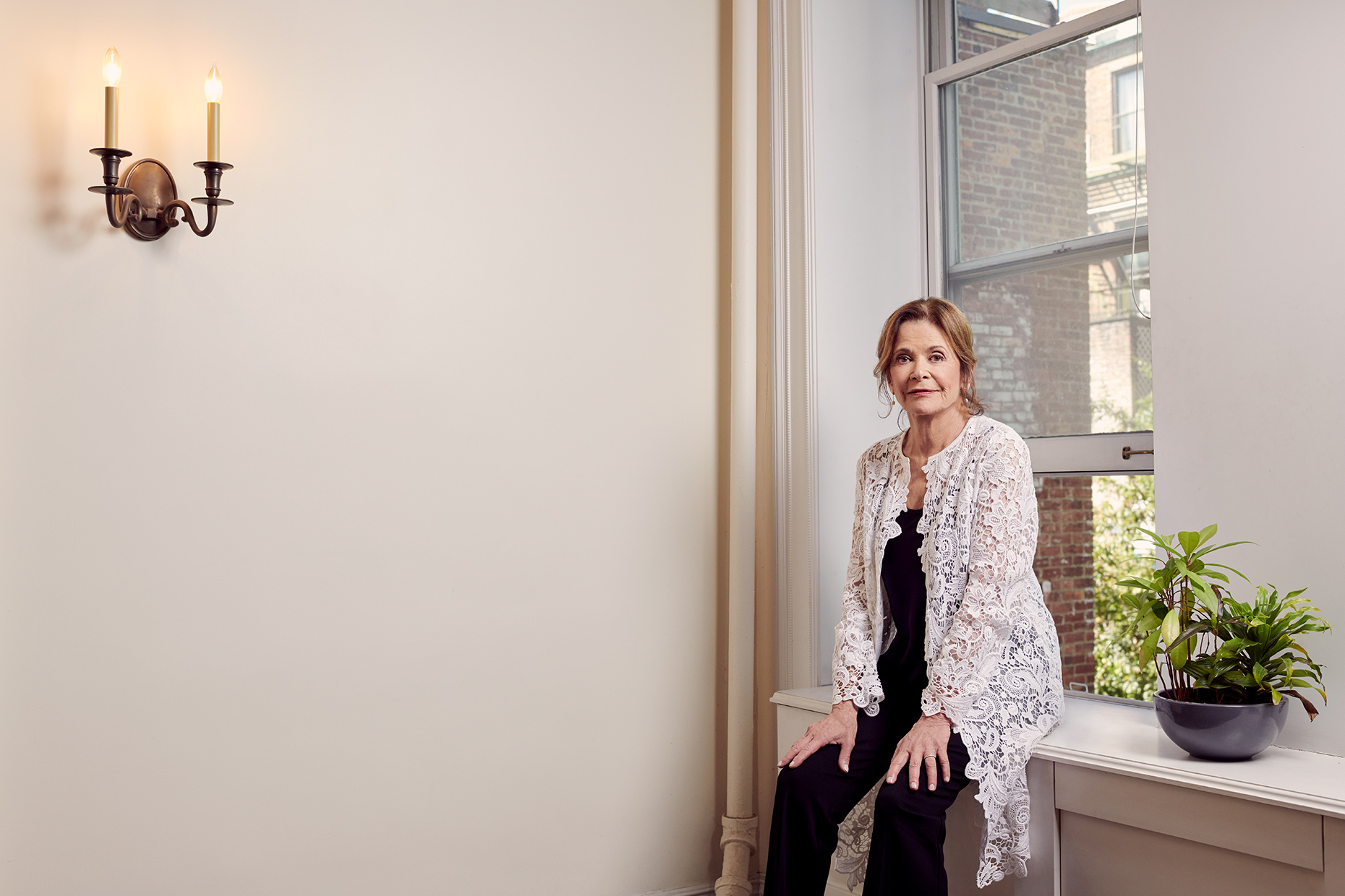Weekend Confidential - Jessica Walter: W - Review
